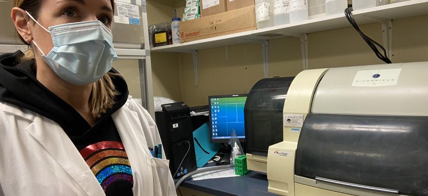 Une des fameuses machines qui permettent d'analyser les échantillons COVID-19